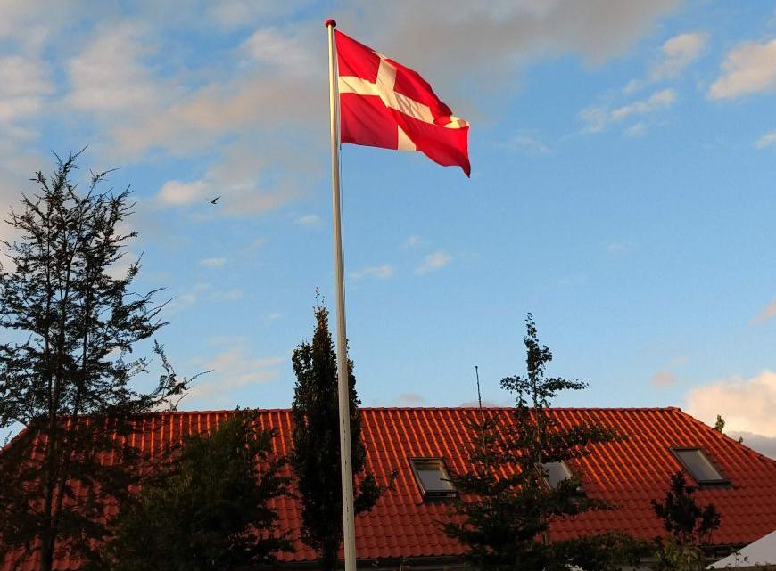 Glasfiberflagstænger – derfor er de på vej ind i de danske haver